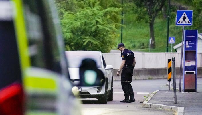 Politiet kontrollerte biler etter masseslagsmålet like ved Ulvøya i Oslo fredag kveld.