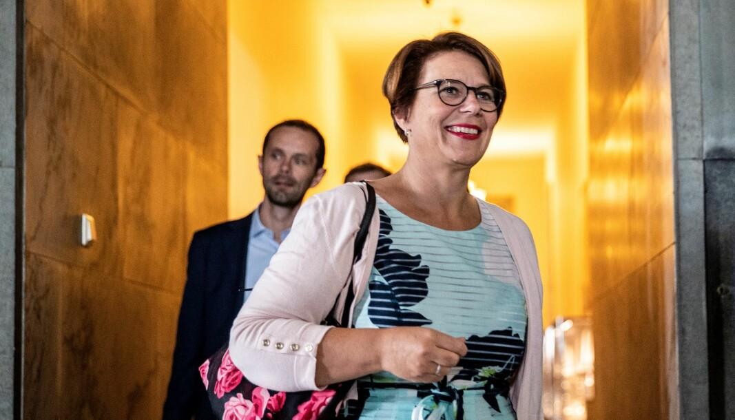 Tone Tellevik Dahl (Ap) vil ha fritak fra vervet som folkevalgt. Venstres Hallstein Bjercke (bak) er ikke sikker på om det bør innvilges.