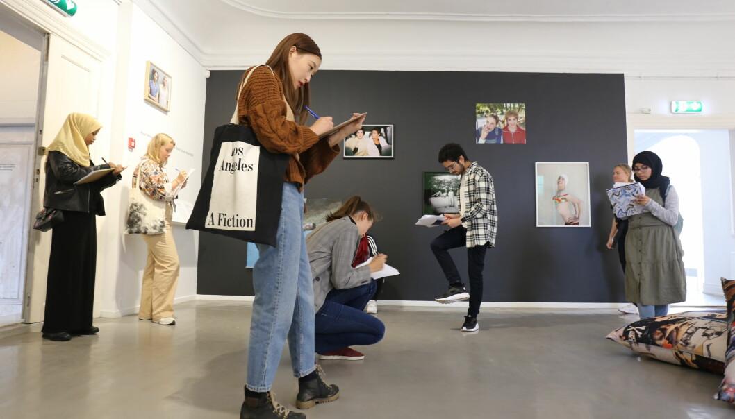 PTAB jobber med publikumsutvikling for ungdom i Oslo. Her på utstillingen til Rona Yefman på Oslo Kunstforening.