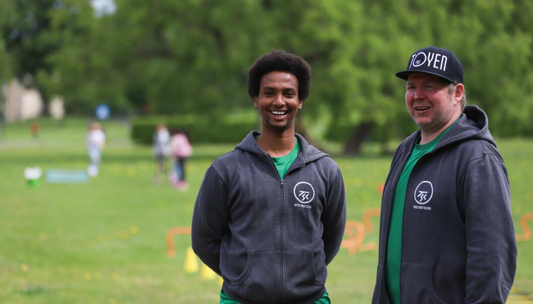 Fra venstre: Abdi Nor og Sindre Andresen i Tøyen Sportsklubb er glade for at de har fått i gang gymprosjektet. — Viktig for nærmiljøet, sier de.