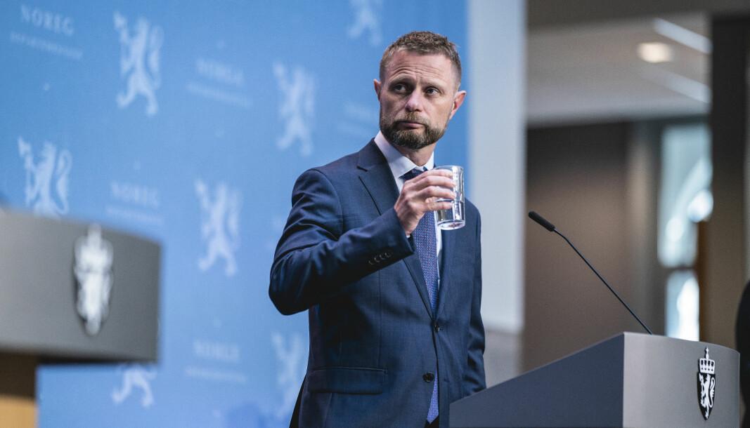 Helse- og omsorgsminister Bent Høie under regjeringens pressekonferanse om koronaviruset i marmorhallen i Oslo.