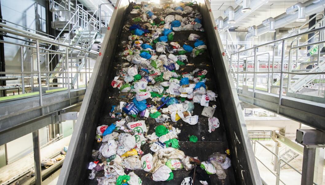 Selskapet Plastretur har sagt opp avtalen med kommuner der husholdningene sorterer plastavfall i blå poser.