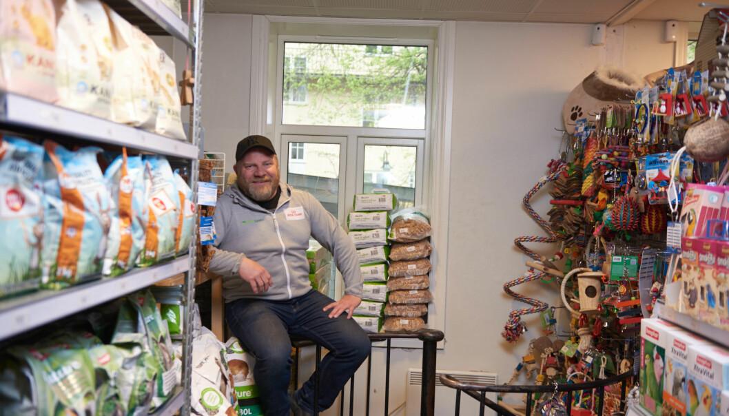 Fredrik og Beate Markhus, i Dyresjappa, har hatt en tøff periode med knallhard jobbing under koronakrisen.