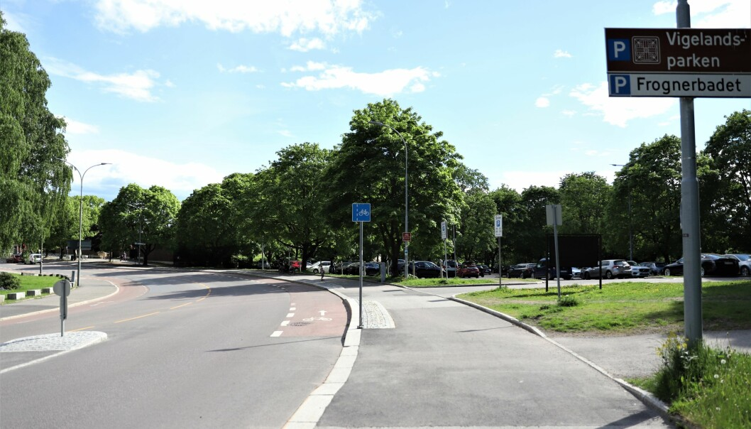 Parkeringsplassen sett fra Middelthunsgate.