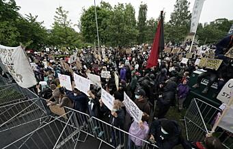 1.000 demonstranter møtte opp utenfor USAs ambassade – forflytter seg mot sentrum
