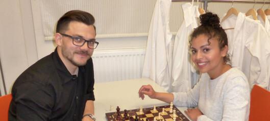 To engasjerte lærere ved Frydenberg skole ivrer for sjakk som valgfag ved skolen