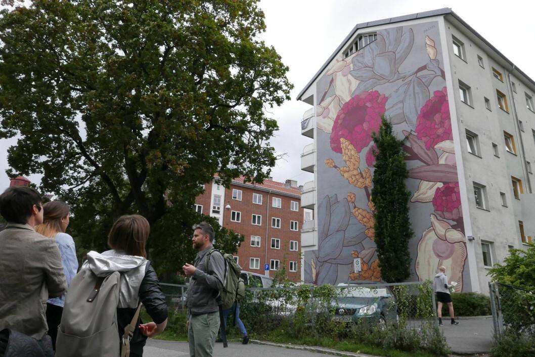 Viktor Gjengaar forteller om dette verket av Pastel, i Ringveien 1 på Tøyen.