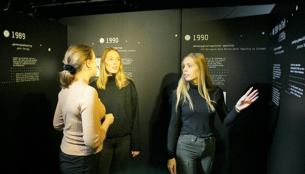 Julia E. Simensen, Maria Holstad Dimmen og Maren Andrea H. Brathaug setter seg inn i utviklingen i kampen mot kreft fra 1800-tallet og frem til i dag.