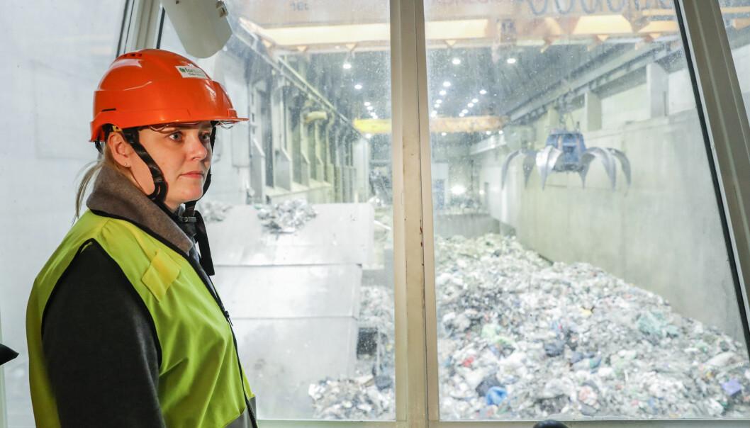 Olje- og energiminister Tina Bru (H) besøkte fjernvarmeanlegget til Fortum i Oslo i februar. Nå ber regjeringen anlegget søke EU-støtte til karbonfangstprosjektet sitt.