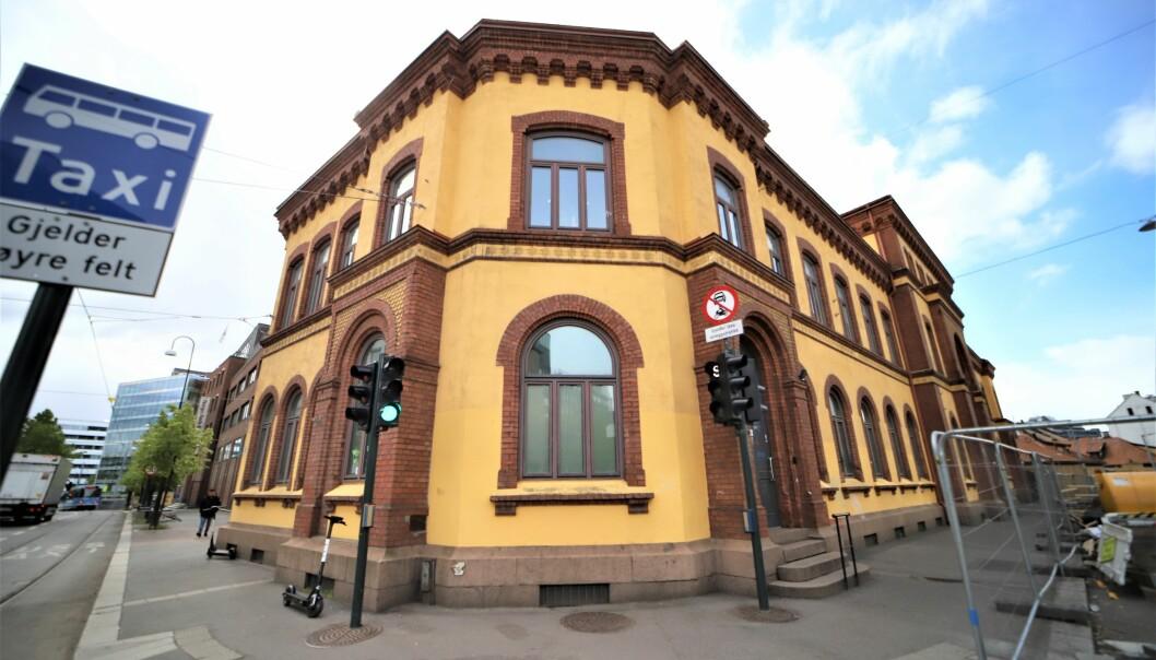 Brukerrommet på Prindsen mottakssenter er fortsatt stengt, til stor bekymring for de som jobber med det åpne rusmiljøet i Oslo.