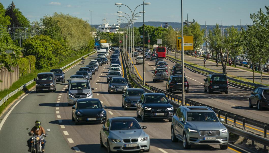 Tett trafikk ut fra Oslo sentrum på E18 ved Frognerkilen. Nå har Ap og regjeringspartiene på Stortinget blitt enige om utbyggingsplaner.