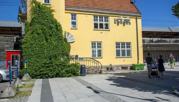 Også ved Skøyen stasjon står det en lesekiosk.