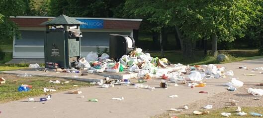 Det flyter av søppel på Huk og i Paradisbukta. – Folk må skjerpe seg, refser bymiljøetaten