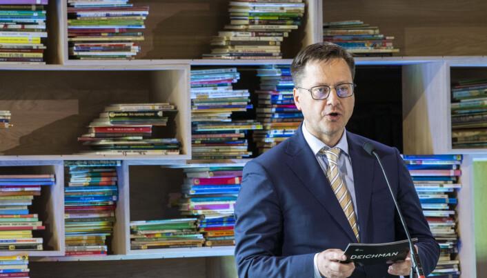 Biblioteksjef Knut Skansen talte under åpningen.