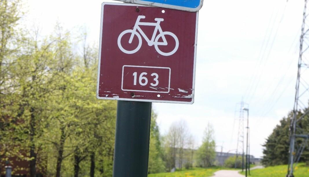 Sykkelruta er merket med sykkelskilt, rute 163.