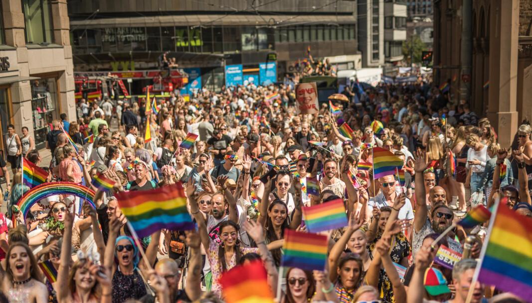 I fjor så Pride paraden slik ut. I år skjer den digitalt.