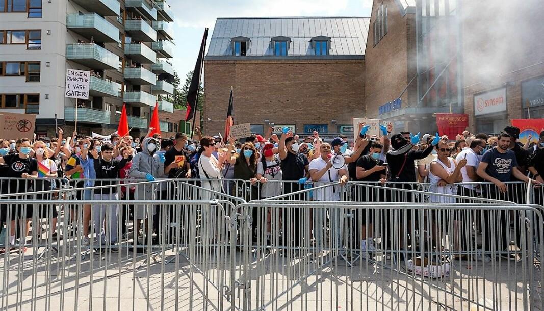 Mellom 200 - 300 demonstranter møtte opp på Mortensrud for å vise sin avsky for SIAN og deres budskap.
