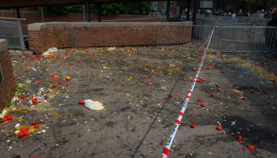Det lå igjen plenty av egg og tomater etter oppgjøret på Mortensrud.