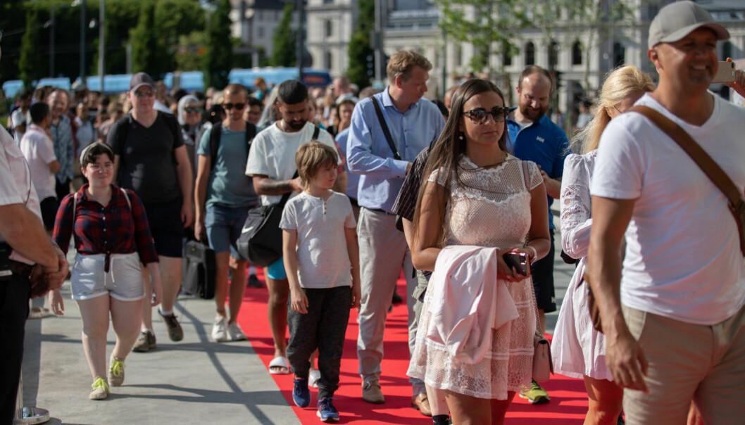 Publikum har strømmet til nye Deichman i helgen. Her fra åpningen torsdag 18 juni.