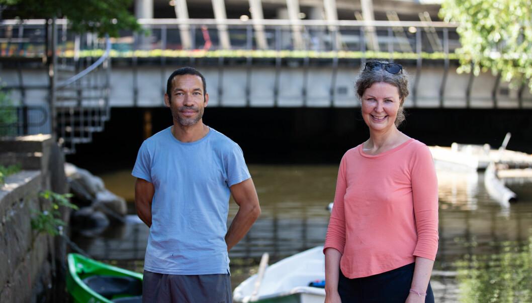 Erling Torsteinson fra Lakkegata skole og Marit Bredesen fra JOY er klare til å ta imot barna som skal på båttur.