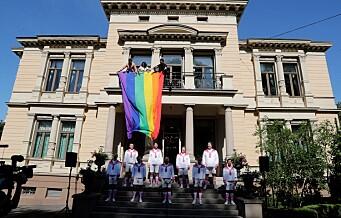 Oslo fagottkor sang da regjeringens representasjonsbolig i Parkveien ble drapert i regnbueflagg