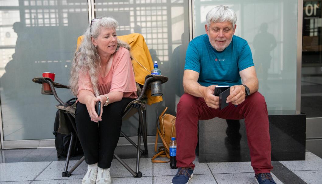 Kari Thue sultestreiker i protest mot vindkraftutbyggingen på Haramsøya, her sammen med ektemann og støttespiller Hans Petter Thue.