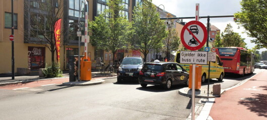 Delvis stengt Vålerengatunnel gir økt trafikk i Strømsveien: - Stadig flere biler sniker gjennom bussbommen på Galgeberg