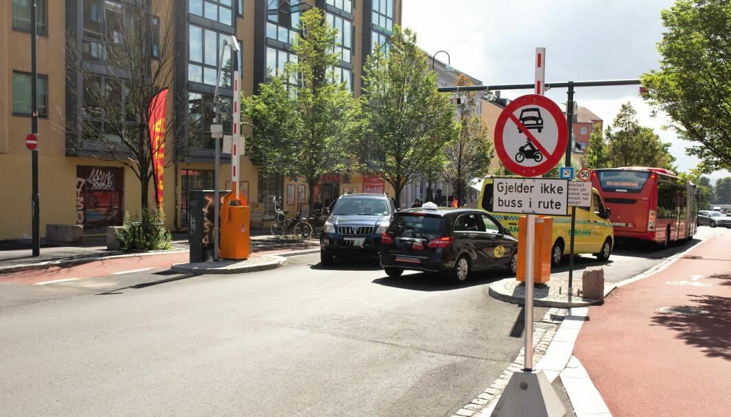 Etter delvis stenging av Vålerengtunnelen er det tidvis trafikkaos ved bussbommen på Galgeberg. Mange bilister sniker ulovlig gjennom bommen.