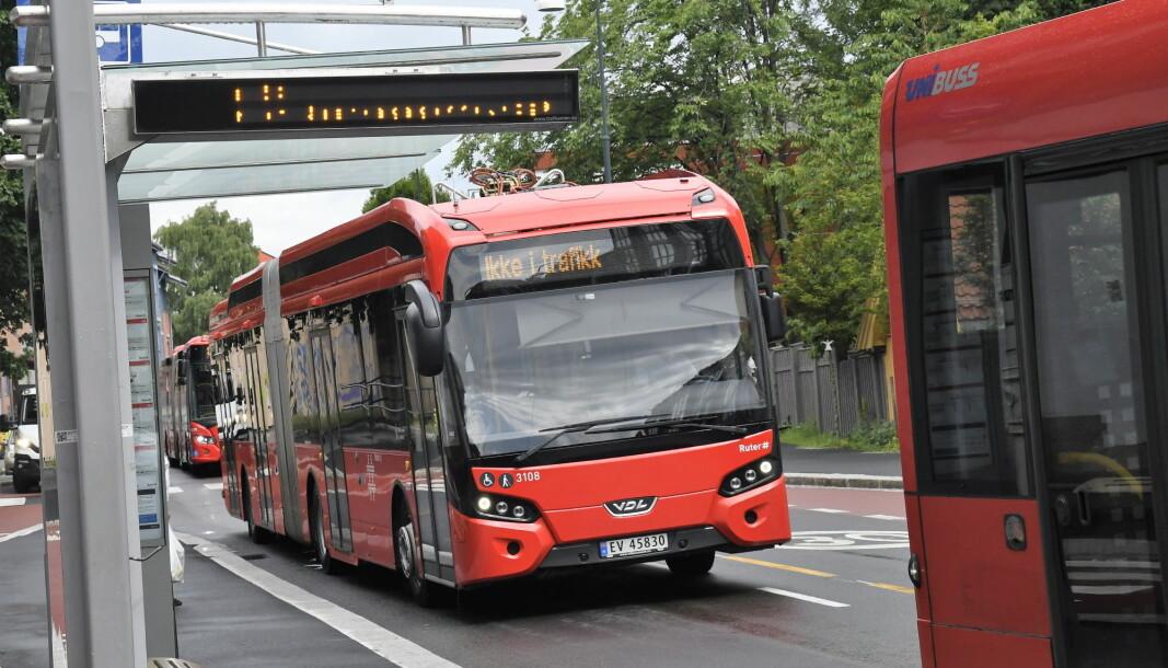 Meklingen med bussjåførene blir sett på som krevende, og fra søndag kan de gå ut i streik.