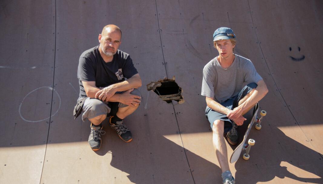 Joakim Wang og Syver Weseth er oppgitt over hvordan Jordal skatepark forfaller.