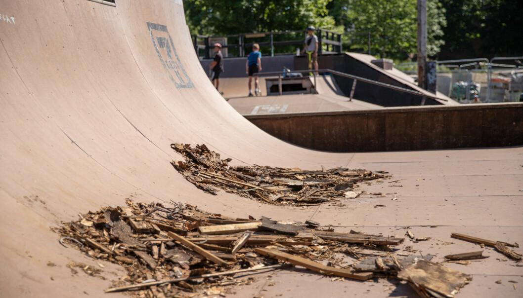 Skateparken ramler snart sammen, men enn så lenge holder ungene ut.