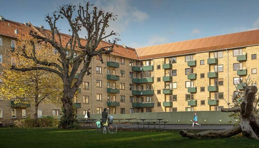 Landsdommegården, pilotprosjekt i København med røde solcellepaneler tilpasset historiske røde teglsteinstak.