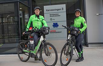Er det mye kjeft å få som syklende bybetjent i Oslo? Vi hang oss på slep for å finne svaret