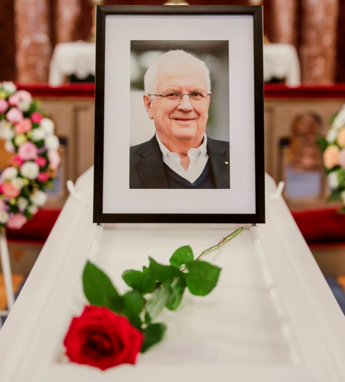 Tidligere på dagen ble Svein Arne Hansen bisatt fra Ullern kirke.