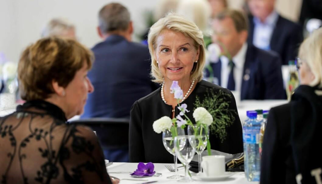 Idrettspresident Berit Kjøll ved samme bord som Oslo-ordfører Marianne Borgen (til v.).