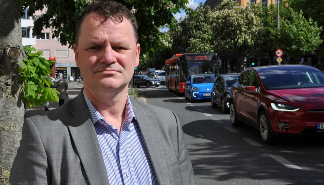 Leder av Frogner bydelsutvalg, Jens Jørgen Lie (H), mener byrådet er maktarrogante og ikke lytter til lokalpolitikerne som vil ha tilbake kollektivfeltet i Bygdøy allé.
