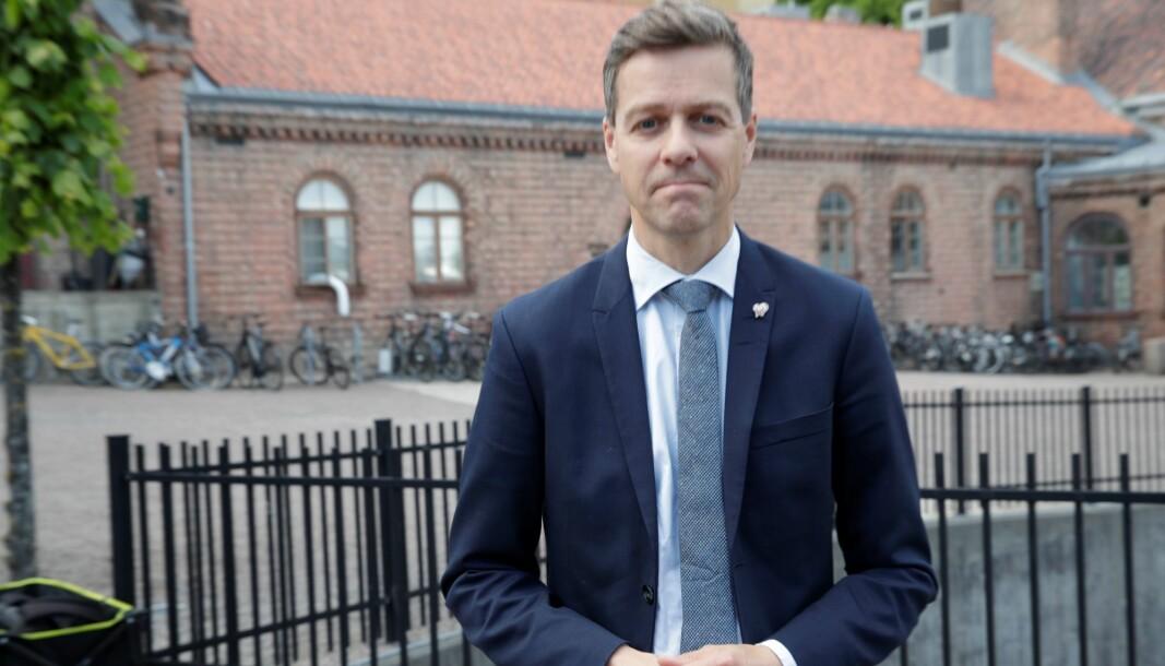 Bygging av Fornebubanen er i gang. Uten klart svar fra samferdselsminister Knut Arild Hareide om de statlige pengene kommer.