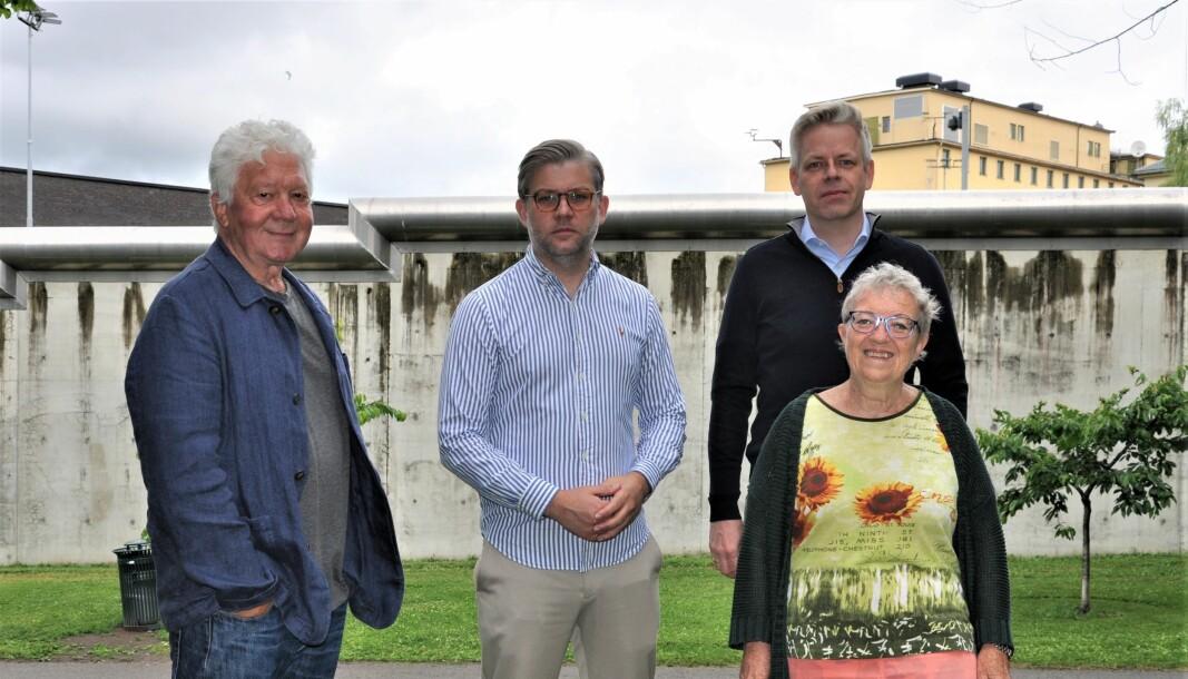 Fra venstre bydelspolitiker Åge Petter Christiansen (Ap), og fra Klosterengas Venner Kim Noguera Gabrielli, Vebjørn Torsetnes og foran Gerd Bånerud.