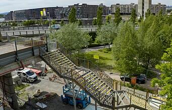 Åtte måneder forsinket er trappen endelig på plass ved Sørenga bro