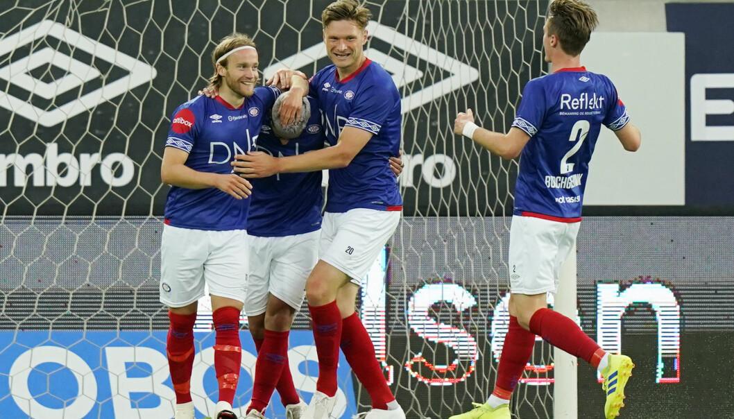 Vålerenga-jubel etter scoring av Bård Finne (t.v.) og målgivende fra Aron Dønnum.