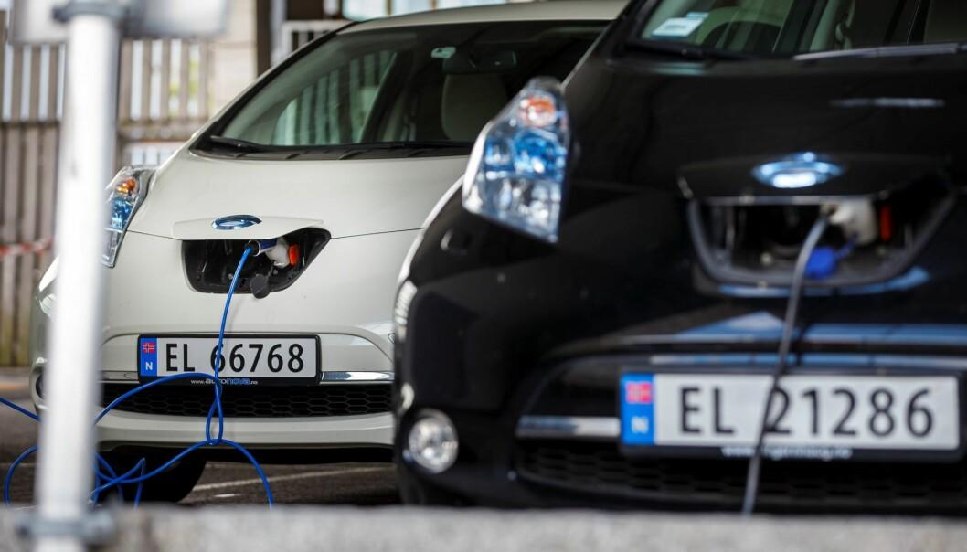 Oslo har passert 50.000 elbiler. Men fortsatt kjøres 250.000 av personbilene på fossilt drivstoff.