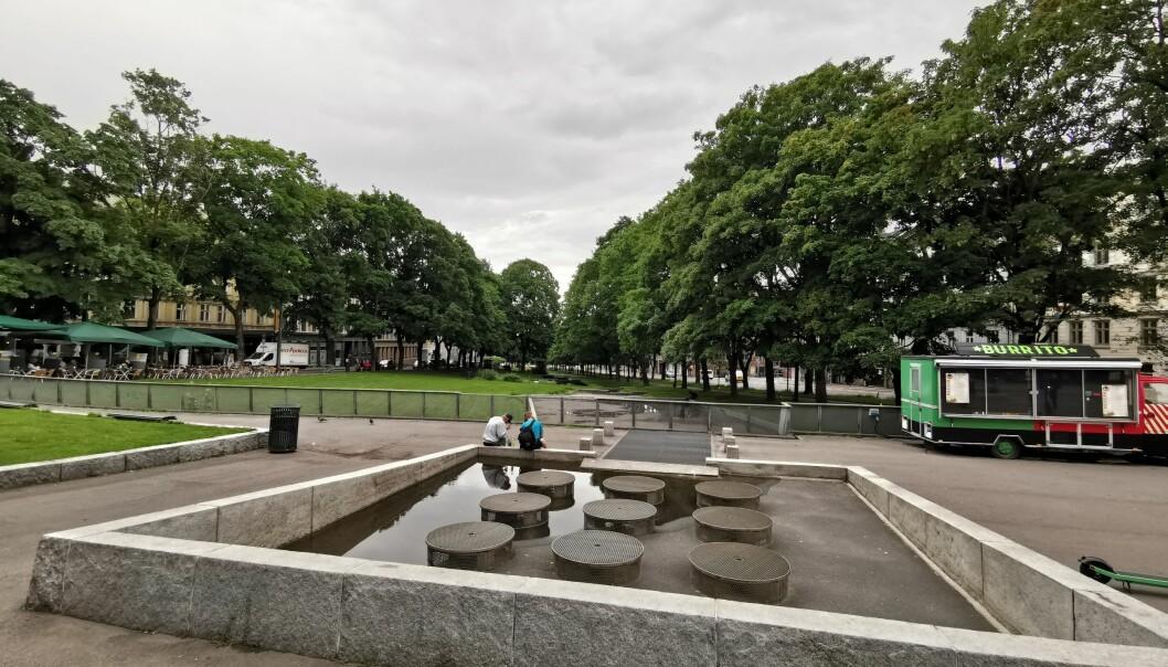 Det lille vannet som er igjen stammer fra regnet. Det blir ikke noe fontene på Alexander Kiellands plass denne sommeren.