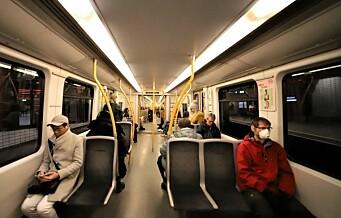 Nye smitteregler på T-bane, trikk og buss: - Kan dele sete igjen og skulder ved skulder blir lov