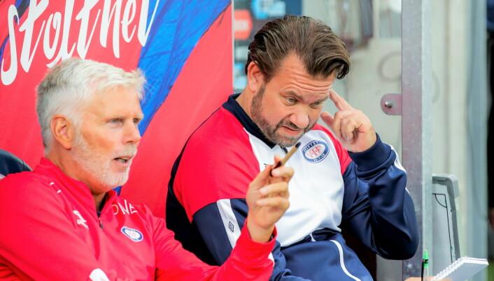 Vålerengas trenerduo Raymond Mikkelsen (t.v) og Jack Majgaard Jensen hadde nok å tenke på i første omgang.