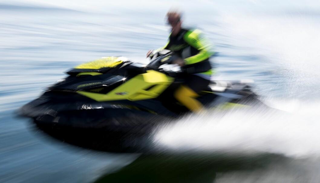 Utleide vannscootere i høy fart nær badeplassen på Sørenga har tidvis vært et problem i sommer.