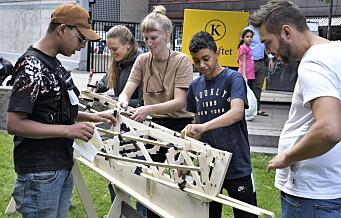 Ungdom på Vaterland bygger kajakk og kano. Gis som gave til Akerselva padleklubb
