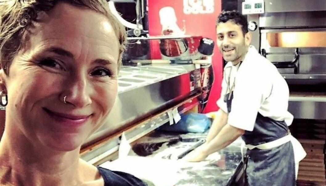 Live Glesne Kjølstad og Sorab Abolfahti (til h.) hos Louis Pizza før flyktningen ble kastet ut av Norge.