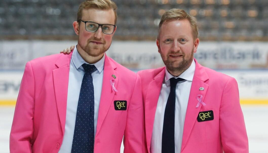 Storhamars hovedtrener Fredrik Söderström (t.h) og assistenttrener Jeff Jakobs auksjonerte bort rosa blazere med Get-logo under Rosa sløyfe-aksjon.