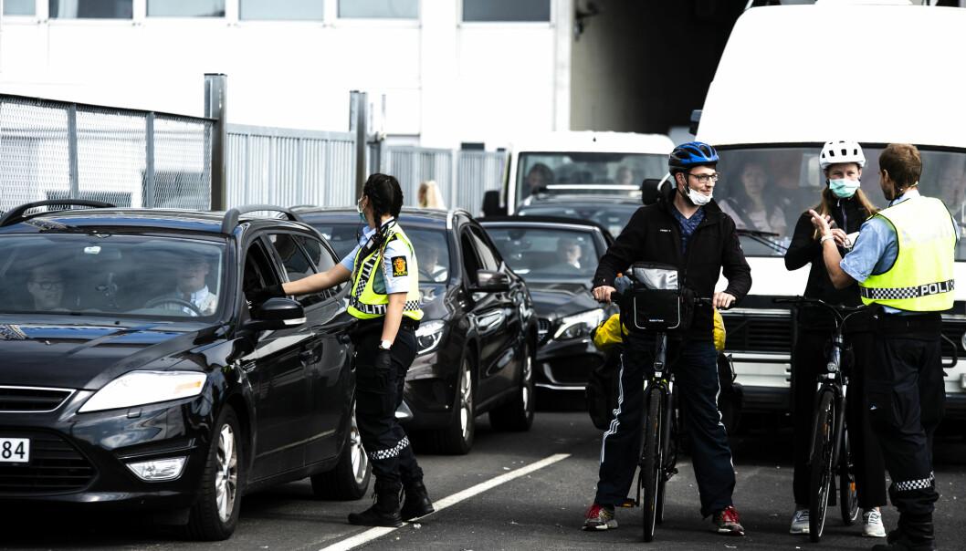 Utlenlandske sommerturister ankommer ved Filipstadkaia i dag, for første gang siden grensene stengte. 250 biler totalt var ombord på ferjen. Ikke alle kjørte bil.