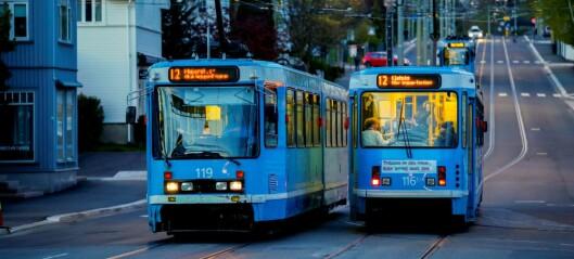 Passasjerer på trikk og T-bane må igjen trykke for å få åpnet dørene